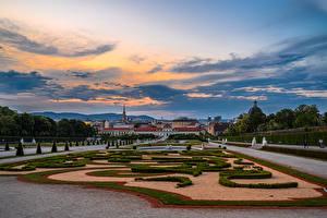 Фото Австрия Вена Ландшафтный дизайн Фонтаны Вечер Дворец Газон Belvedere город