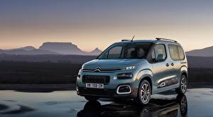 Фотографии Citroen Серебристая Минивэн compact MPV, Berlingo Multispace, 2018 Автомобили