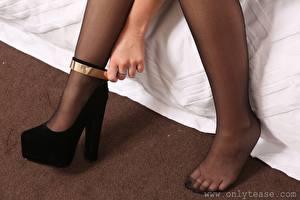 Картинки Крупным планом Ноги Туфлях Колготках Девушки