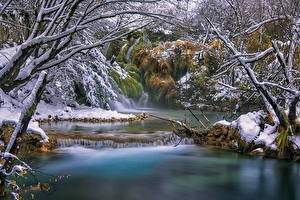 Фотографии Хорватия Леса Реки Водопады Деревья Снег Plitvice Lakes Природа