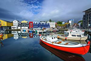 Картинка Дания Пирсы Лодки Яхта Здания Tórshavn, Faroe Islands Города