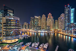 Картинки Объединённые Арабские Эмираты Дубай Дома Небоскребы Яхта В ночи Dubai Marina