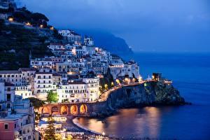Картинки Вечер Здания Италия Амальфи Тумане Salerno, Gulf Salerno Города