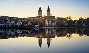 Обои Германия Озеро Дома Церковь Отражение Bad Waldsee Города картинки