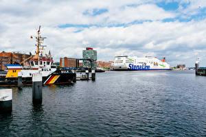 Фотографии Германия Причалы Дома Корабли Круизный лайнер Заливы Kiel port Города