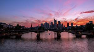 Фотографии Германия Рассветы и закаты Речка Мосты Небоскребы Франкфурт-на-Майне Main river город