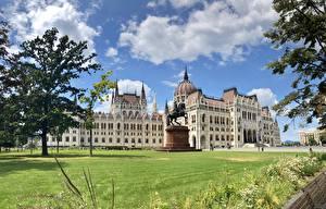 Картинка Венгрия Будапешт Дома Облачно Hungarian Parliament
