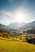 Фотографии Италия Горы Осень Леса Долина Деревня Солнца Val Gardena, Ranui