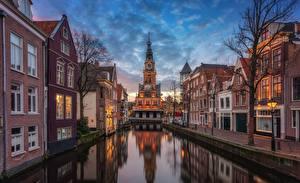Обои Нидерланды Вечер Водный канал Уличные фонари Alkmaar, Nordholland channel Города картинки