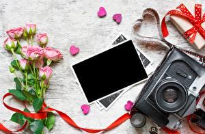 Обои Розы День святого Валентина Шаблон поздравительной открытки Сердце Фотоаппарат Цветы картинки