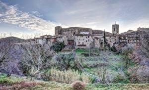 Фотографии Испания Траве Деревья Холмов Santa Pau, Girona Города