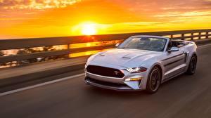 Картинка Рассветы и закаты Форд Серебристый Едущая Кабриолет Mustang GT, California Special, 2019 автомобиль