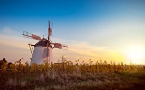 Картинки Рассвет и закат Траве Мельницы Природа