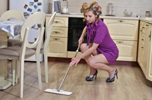 Фотографии Кухня Уборщица Платья Ног Victoria Borodinova молодая женщина