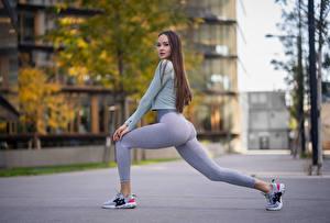 Фото Позирует Ног Смотрит Боке Красивая Растягивается Anastasia девушка