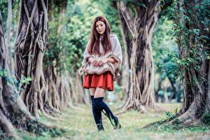 Обои Азиаты Поза Сапоги Деревья Взгляд Девушки картинки