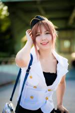 Картинки Азиаты Улыбка Униформа Стюардессы Смотрят молодые женщины