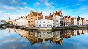 Фото Бельгия Брюгге Дома Водный канал Отражении