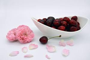 Картинки Ягоды Черешня Розы Тарелке Лепестки