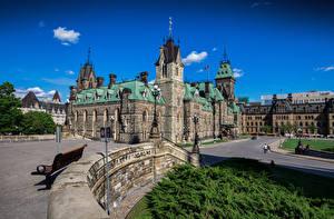 Картинка Канада Дома Башня Газоне Уличные фонари Ottawa, Parliament Hill Города