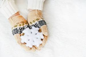 Картинки Новый год Перчатки Руки Снежинка