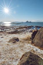 Фотографии Побережье Камни Норвегия Солнца Лучи света Bø, County Nordland Природа