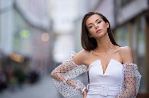 Фото Фотомодель Поза Платье Смотрит Боке Daniela Девушки
