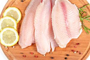 Фотография Рыба Лимоны Перец чёрный Разделочная доска Продукты питания