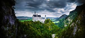 Картинка Германия Замки Горы Нойшванштайн Альп Деревья Облака