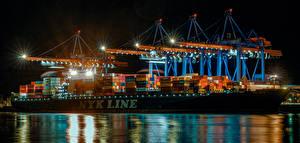 Фотографии Германия Гамбург Пирсы Корабли Контейнеровоз В ночи Уличные фонари город