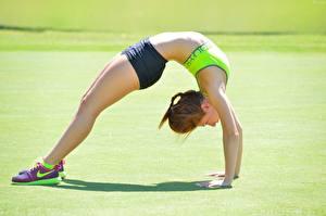 Картинка Гимнастика Тренируется Ноги gymnastic bridge спортивный Девушки