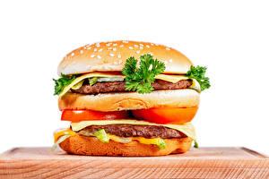 Фотография Гамбургер Овощи Котлеты Белый фон Разделочной доске Еда