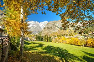 Картинка Италия Горы Осень Альпы Дерево Valle d'Aosta
