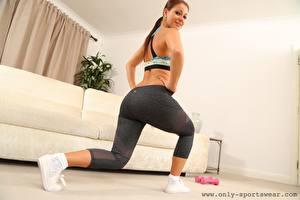 Обои Melisa Mendiny Фитнес Смотрит Улыбается Руки Ног Физическое упражнение девушка