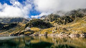Обои Гора Озеро Камни Облака Утес Природа