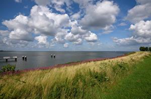 Фотография Нидерланды Речка Берег Небо Причалы Трава Облако Medemblik