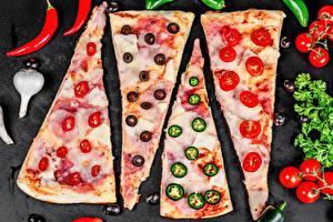 Фото Пицца Овощи Острый перец чили Чеснок Помидоры Оливки Кусочек