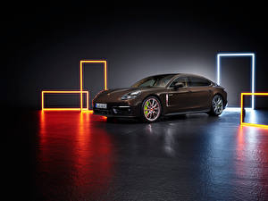 Фото Порше Коричневые Металлик Сбоку anamera 4S E-Hybrid Executive, (971), 2020 Автомобили