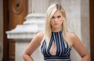 Фотографии Блондинки Платья Декольте Взгляд Sabrina девушка