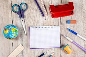 Фотографии Школа Доски Глобусы Шариковая ручка Карандашей Блокнот