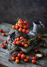 Картинки Помидоры Много Доски Ветки Продукты питания