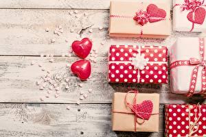 Картинки День всех влюблённых Подарок Доски Сердечко Природа