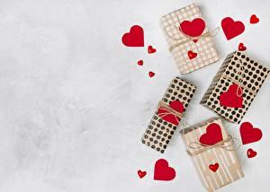 Фотографии День всех влюблённых Сердечко Подарок Коробки Шаблон поздравительной открытки
