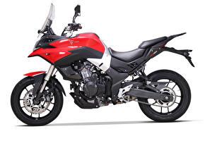 Картинка Сбоку Белом фоне Voge 500 DS, 2020 мотоцикл