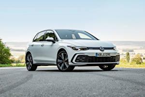 Фотографии Volkswagen Белые Металлик Golf GTE, 2020 Автомобили