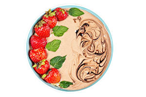 Картинки Йогурт Клубника Шоколад Белом фоне Пища