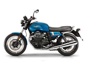 Фото Белым фоном Сбоку 2017-20 Moto Guzzi V7 IIl Special мотоцикл