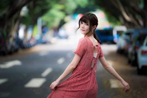 Фото Азиаты Боке Шатенка Смотрит Руки Платье Девушки