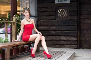 Фотографии Азиаты Шатенка Платье Сидит Руки Ноги Туфлях Скамья Девушки