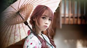 Картинки Азиаты Зонт Взгляд Размытый фон Косички Japanese молодые женщины